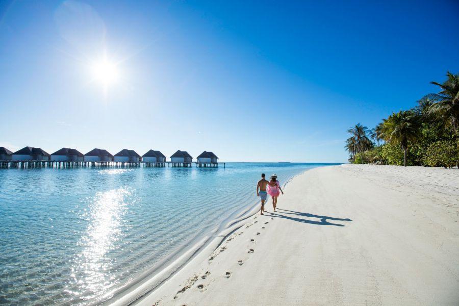 https://btgviagens.com.br/wp-content/uploads/2021/09/Ilhas-Maldivas-KANUHURA_Beach_3_2100x1400_300_RGB-2-900x600-1.jpg